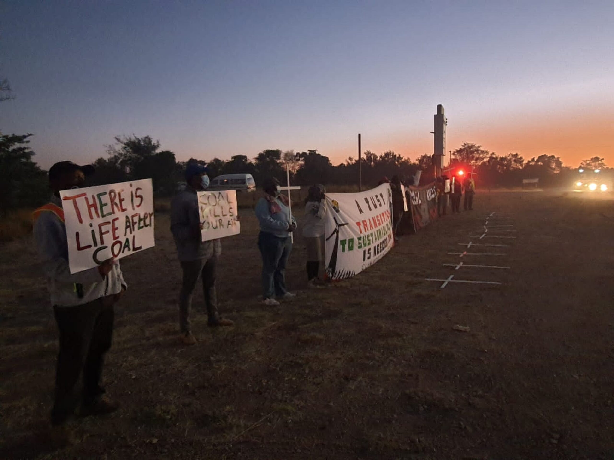 """RESIDENTS OF LEPHALALE TAKE TO THE STREETS – """"THERE IS LIFE AFTER COAL. STOP KILLING US!"""""""